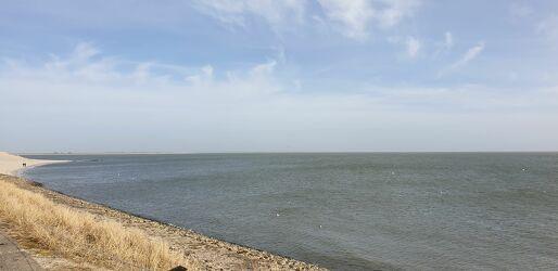 Bild mit Sonne, Sandstrand, Meerblick, Meer, Wolkenhimmel Panorama, Meerpanorama, Panorama Landeskrone, Strand und Meer