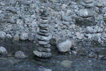 Bild mit Wasser, gestapelte Steine, Allgäuer Alpen, Skulptur, Gebirgsbach