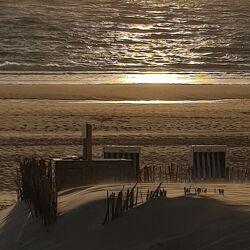 Bild mit Sonnenuntergang, Strandkörbe, Meer, Dünen, Sonne und Meer, Sand am Meer