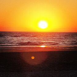 Bild mit Sonnenuntergang, Meer, Sonne und Meer, Strand & Meer, Sonnenauf, & Untergänge
