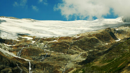 Bild mit Berge und Hügel, Schnee, Gletscher, Sommer, Sommer, Wasserfälle, Alpen Panorama, Wolkenhimmel