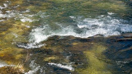 Bild mit Natur, Wasser, Frühling, Steine, Sonnenlicht, Fluss, von oben, Birs, Flussbett