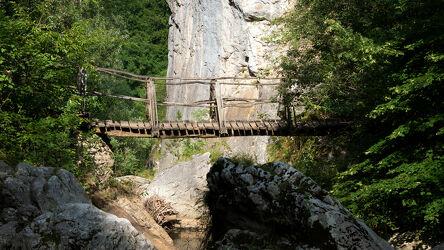 Bild mit Natur, Berge, Felsen, Sommer, Wald, Brücke, Fluss, schlucht, Erma