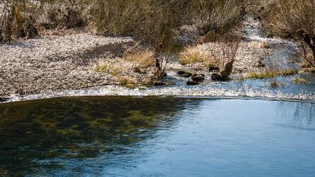 Bild mit Natur, Wasser, Pflanzen, Küsten und Ufer, Fluss, Gestein, Wasseroberfläche