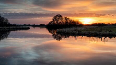 Bild mit Wolken, Sonnenaufgang, Panorama, Landschaft, Spiegelung, Lichtstimmung, Hammeniederung, Teufelsmoor, Worpswede, Breites Wasser