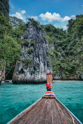 Bild mit Strände, Buchten, Inseln, Meerblick, asien, südostasien, Longtailboot, Phi Phi, Thailand