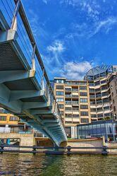 Bild mit Wasser, Gewässer, Blauer Himmel, Brücke, Hochhäuser, Niederlande, Grachten, blauer Himmel Sonnenschein, Alkmaar
