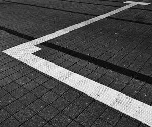 Bild mit Schwarz, weiss, Abstrakt, Abstrakte Kunst, Abstrakt Art, Abstrakte Grafiken, SW Kunst Fotografie, Linien, Linie, Pflastersteine