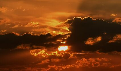 Bild mit Sonnenuntergang, Sonnenaufgang, Sunset, warm, bewölkt