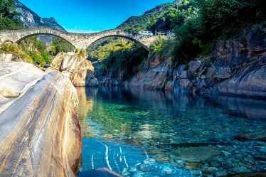 Bild mit Täler, Flüsse, Brücken, Tessin