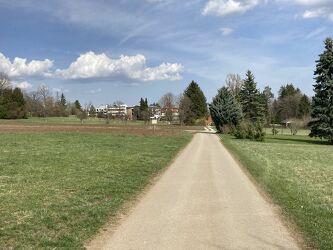 Bild mit Natur, Grün, Himmel, Wolken, Häuser, Landschaft, Wiese, Park, sonnig