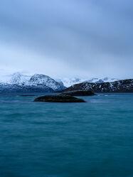 Bild mit Landschaften, Winter, Schnee, Blau, Kobaltblau, Meer, Norwegen, Akrtis