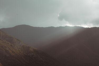 Bild mit Landschaften, Berge, Himmel, Wolken, Seen, Herbst, Italien, Gardasee, Sonne, Abend