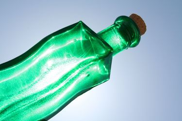 Bild mit Farben,Grün,Gegenstände,Lebensmittel,Trinken,Flaschen,Natur,Elemente,Wasser,Materialien,Glas