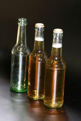 Bild mit Gegenstände,Lebensmittel,Materialien,Glas,Haushalt,Besteck und Geschirr,Trinken,Getränke,Liköre,Alkohol,Flaschen