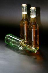 Bild mit Gegenstände,Lebensmittel,Materialien,Glas,Trinken,Getränke,Liköre,Alkohol,Flaschen