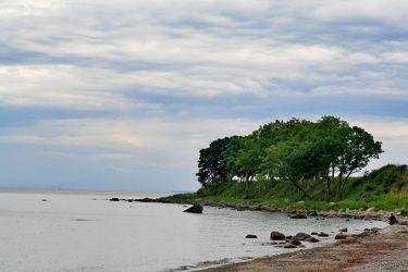 Bild mit Natur,Elemente,Wasser,Pflanzen,Landschaften,Himmel,Bäume,Wolken,Gewässer,Küsten und Ufer,Flüsse,Felsen,Meere,Strände,Horizont,Brandung,Buchten,Landschaft