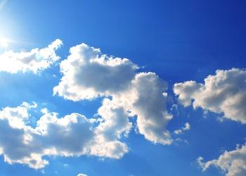 Bild mit Farben, Natur, Himmel, Jahreszeiten, Wolken, Tageslicht, Blau, Azurblau, Sommer, Sonne, Wolkenhimmel, Wolkengebilde, Sky, Blauer Himmel, Wolkenstruktur, Sky view, Himmelsblick, Wolkenblick