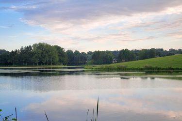 Bild mit Natur,Elemente,Wasser,Pflanzen,Landschaften,Himmel,Bäume,Wolken,Gewässer,Küsten und Ufer,Seen,Flüsse,Teiche,Architektur,Bauwerke,Dämme und Deiche,Stauseen