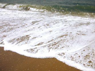 Bild mit Gegenstände,Natur,Elemente,Wasser,Landschaften,Himmel,Gewässer,Küsten und Ufer,Materialien,Meere,Strände,Brandung,Wellen,Stein,Sand,Aktivitäten,Urlaub,Strand,Meer