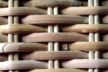 Bild mit Gegenstände,Materialien,Holz,Struktur,Korbstruktur,geflochten,geflochtene Weide