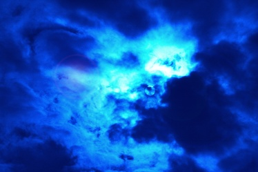 Bild mit Farben,Blau,Kobaltblau,Natur,Himmel,Wolken,Tageslicht,Azurblau,Elemente,Wasser,Dunkelheit